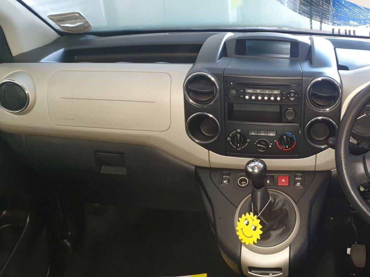 Passenger-view-desk.jpg