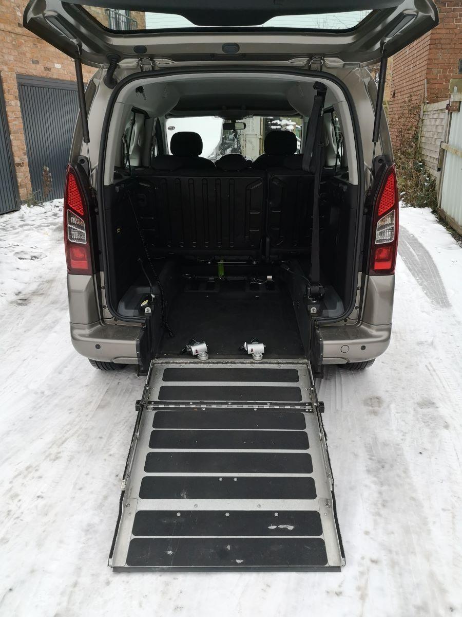 rear-ramp-down-desk-1.jpg